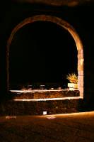 Veduta notturna del porticciolo da sotto l'arco di Torre.  - Torre archirafi (2680 clic)