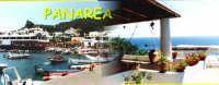 Collage di due fotografie che riprendono la cittadina di Panarea. Una che visualizza il porto, un'altra una terrazza di una casa caratteristica della zona.  - Panarea (6060 clic)