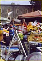 Mercato delle pulci, ogni domenica in Piazza Carlo Alberto. Bancarella con giocattoli.  - Catania (2175 clic)