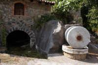Vecchia macina situata vicino le sponde dell'Alcantara.  - Francavilla di sicilia (3251 clic)