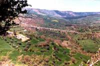 La valle dell'Anapo con monte Lauro.  - Buccheri (2565 clic)