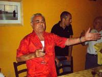 Performance del cantante lirico siculo-portoghese Tano Tatoccio durante la cena organizzata da tutti i Gaetani di Buccheri la sera del 7 Agosto 2006 al ristorante Da Antonio a S.Andrea, Buccheri.    - Buccheri (7137 clic)