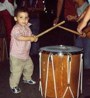 Buccheri,Medfest 2006. Piccolo imitatore dei tamburi erranti della compagnia Abraxa.  - Buccheri (1441 clic)