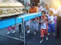 Festa della Madonna della Provvidenza, prima domenica di Luglio d'ogni anno. La statua spinta a mano da grandi e ragazzi.  - Buccheri (2350 clic)