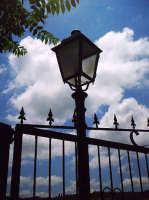 Lampione del centro storico-area dell'annuale Medfest.  - Buccheri (1518 clic)