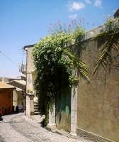 Antico portone di Via Garibaldi.  - Buccheri (2038 clic)