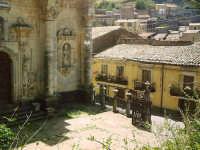 Sagrato della chiesa barocca di S.Maria Maddalena.  - Buccheri (2612 clic)