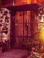 Buccheri. Vecchio cancello by night.  - Buccheri (1301 clic)