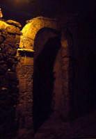 Buccheri. Vecchio ingresso nel centro storico, di notte.  - Buccheri (1295 clic)