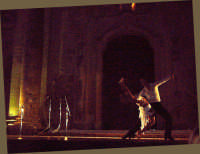 Uno dei vari spettacoli di danza classica  nel corso della rassegna di poesie dialettali A terra virdi e i so' versi, tenutasi nel sagrato della chiesa di S.Maria Maddalena il 13 Agosto 2006, in Buccheri.  - Buccheri (1905 clic)