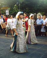 Buccheri, Medfest 2006. Corteo. Le dame.  - Buccheri (1591 clic)