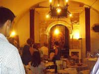 Esposizione di pregiati merletti al palazzo Cosentino, Buccheri, estate 2005.  - Buccheri (3153 clic)