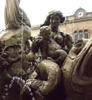 Fontana di Piazza Archimede, particolare, Siracusa.  - Siracusa (1828 clic)
