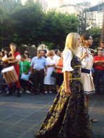 Buccheri, Medfest 2006. Corteo. Il principe Vincenzo sfila con la sua dama.  - Buccheri (2522 clic)