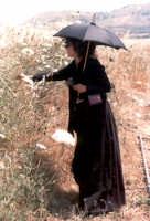Monica Guerritore in una pausa del film La lupa, 1995.   - Buccheri (5707 clic)