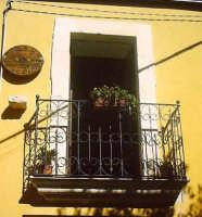 Balcone nel centro storico.  - Buccheri (1515 clic)