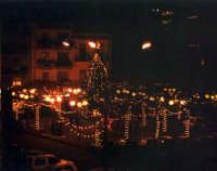 Piazza Roma di notte-Natale 2004.  - Buccheri (2506 clic)