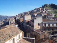 La parte iniziale del Corso Umberto visto dal campanile della chiesa di San Mauro Abate.  - San mauro castelverde (1111 clic)