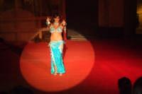 Spettacolo. Danza senza confine. La magia dell'oriente e le calde notti d'estate siciliane. 01/09/07  - San mauro castelverde (1147 clic)