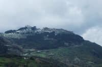 La zona di San Giorgio e del castello sotto un leggerissimo strato di neve. 23 marzo 2007.  - San mauro castelverde (1121 clic)