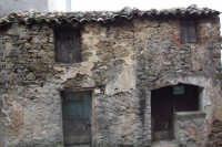 Tipica casa maurina: vecchia, disabitata e in vendita.  - San mauro castelverde (947 clic)