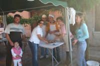 Carovana dei Folli. Tra artisti di strada e degustazioni di prodotti tipici. Degustazione salsiccia - 12 agosto 07  - San mauro castelverde (1646 clic)