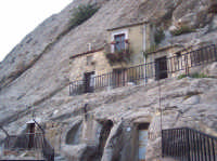 Case scavate nella roccia  - Sperlinga (12227 clic)