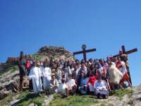 'A Visaria. IL Golgota nei pressi dei ruderi del castello del paese. Il gruppo teatrale dell'Associazione culturale l'Eremo di San Mauro Castelverde. 14 aprile 2006  - San mauro castelverde (3455 clic)
