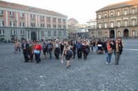 Gruppo di anziani di San Mauro in visita a Napoli-Piazza Plebiscito. Viaggio organizzato dal comune dal 10 al 17 ottobre 2007.  - San mauro castelverde (1019 clic)