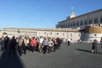 Gruppo di anziani di San Mauro in visita a Roma- Quirinale. Viaggio organizzato dal comune dal 10 al 17 ottobre 2007.  - San mauro castelverde (1090 clic)
