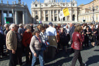 Gruppo di anziani di San Mauro in visita a Roma- San Piatro. Viaggio organizzato dal comune dal 10 al 17 ottobre 2007.  - San mauro castelverde (982 clic)