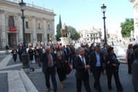 Gruppo di anziani di San Mauro in visita a Roma- Campidoglio. Viaggio organizzato dal comune dal 10 al 17 ottobre 2007.  - San mauro castelverde (1131 clic)