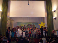 La leggenda del IV Re Magio a cura dll'Associazione ACR di San Mauro Castelverde. Per la rappresentazione sono stati coinvolti più di settanta bambini - 30 dicembre 2006 Teatro Comunale di San Mauro Castelverde.  - San mauro castelverde (1781 clic)
