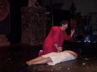 ESMERALDA E QUASIMODO. Musical Notre Dame de Paris realizzato da un gruppo di ragazzi di San Mauro. Piazza Municipio 26 agosto 2006.  - San mauro castelverde (3483 clic)