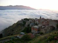 ESTASI AL CREPUSCOLO La parte bassa del paese. Sullo sfondo Piano Battaglia. Foto di Giorgio Rocca.  - San mauro castelverde (1636 clic)