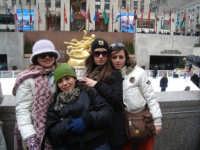 Giusy, Marianna ed Elena: maurine a New York. Gita nella grande mela del V liceo linguistico Ninni Cassarà di Cefalù.  Marzo 2007.  - San mauro castelverde (4306 clic)
