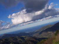 Il mare visto da oltre i millecento metri di San Mauro Castelverde. Alla fine della grande vallata,V