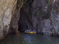 Gole di Tiberio - Parco delle Madonie Escursione alle Gole di Tiberio organizzate dal CAI di Cefalù -Traversata delle Gole in canoa. 20/05/2007.  - San mauro castelverde (3602 clic)