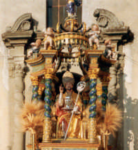 San Mauro Abate. La processione è il primo martedì di luglio. Dura quattro giorni: domenica, lunedì, martedì e la domenica successiva.   - San mauro castelverde (7228 clic)