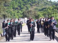 Primo maggio nella contrada di San Giuseppe. La banda musicale L'Eremo durante una performance.  - San mauro castelverde (6243 clic)