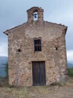 Chiesa  di Santa Maria dei Tracchi, oggi chiamata dell'Annunziata. La costruzione della prima chiesa risale al 152 dc. come si può leggere su una pietra incisa nella porta laterale.  - San mauro castelverde (3347 clic)