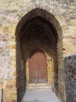 Entrata principale della chiesa di San Giorgio.Il portico è ricoperto da un arco a tutto sesto.  - San mauro castelverde (3165 clic)