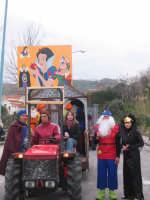 biancaneve e i sette nani realizzato da: Mazzagatti Giovanni (Brontolo) Nuccio Salvatore (Dotto) Giunta Carmelo (Autista) De Carolis Santino (Gongolo) Nuccio Francesco (Principe) Mazzagatti Francesca (Streghetta) Passalacqua Katia (Biancaneve) Donato Melina (Cucciolo) Miceli Rosanna (Mammolo) Cuzzupè Margherita (Pisolo) De Carolis Antonino (Corvetto) De Carolis Esmeralda (Eolo)  - San pier niceto (10063 clic)