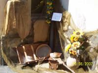 Infiorata 2007.....angolo della via principale del Paese (Corso Italia)addobbata a tema per la Festa Del Corpus Domini.  - San pier niceto (4193 clic)
