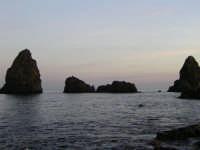 Faraglioni al tramonto  - Aci trezza (3403 clic)
