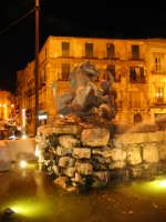 fontana del tritone, notturno.  - Caltanissetta (3169 clic)