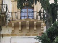 balcone barocco con mensoloni a figure antropomorfe, chiesa del collegio. CALTANISSETTA cos la rocca