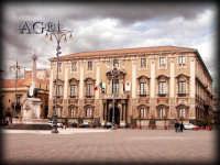 Piazza Duomo: palazzo di città e statua dell'elefante  - Catania (2934 clic)