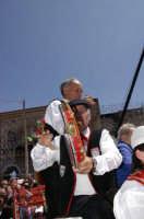 MUSICISTI  CHE SUONANO DURANTE LA  PARATA  DEI CARRETTI SICILIANI IN ONORE DEI SANTI MARTIRI  10 MAGGIO  2006  - Trecastagni (2794 clic)
