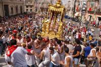 10 AGOSTO 2006 LA PESANTE VARA STA X FAR RITORNO IN CHIESA  - Palazzolo acreide (2860 clic)